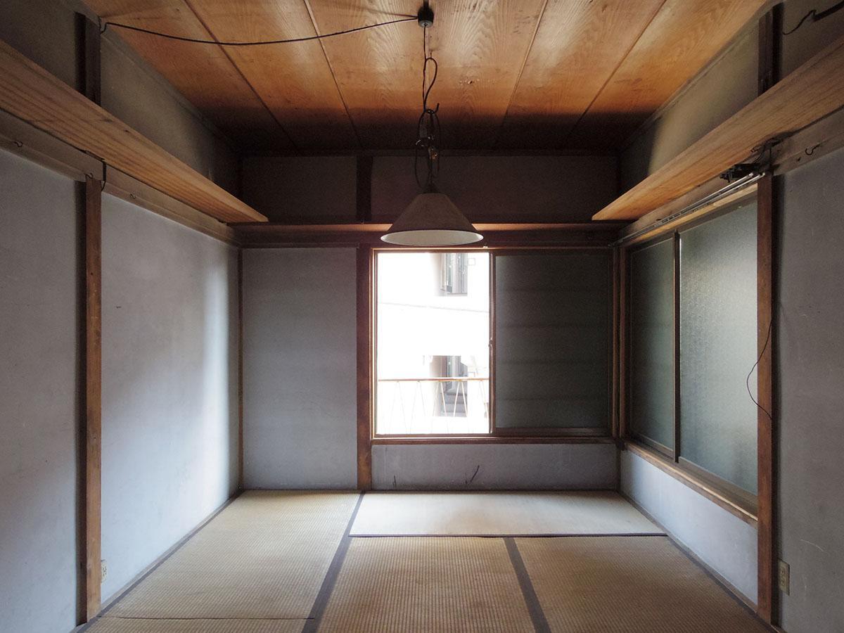 2階はかなりダメージがある状態。倉庫程度にお考えください