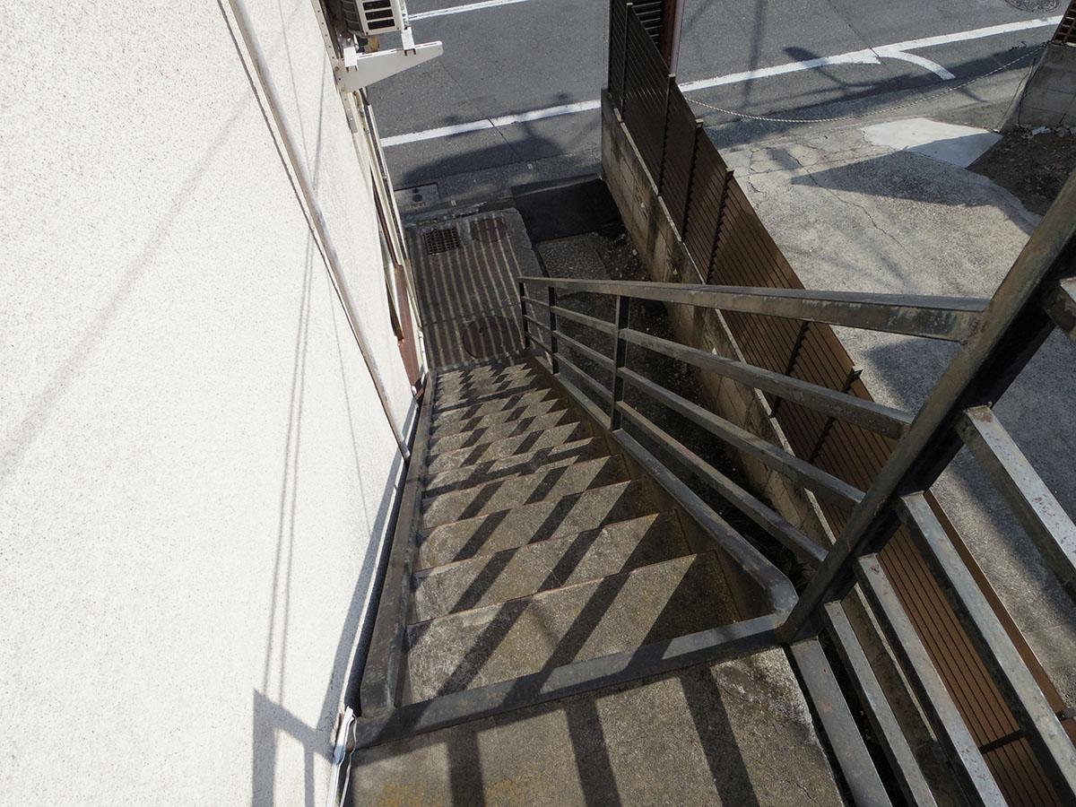 階段は結構急です