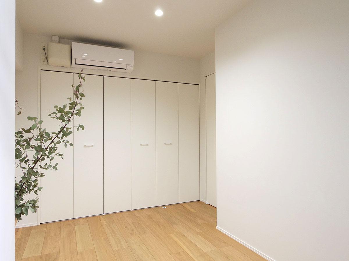 約4.2畳の洋室。クローゼットは大きめ