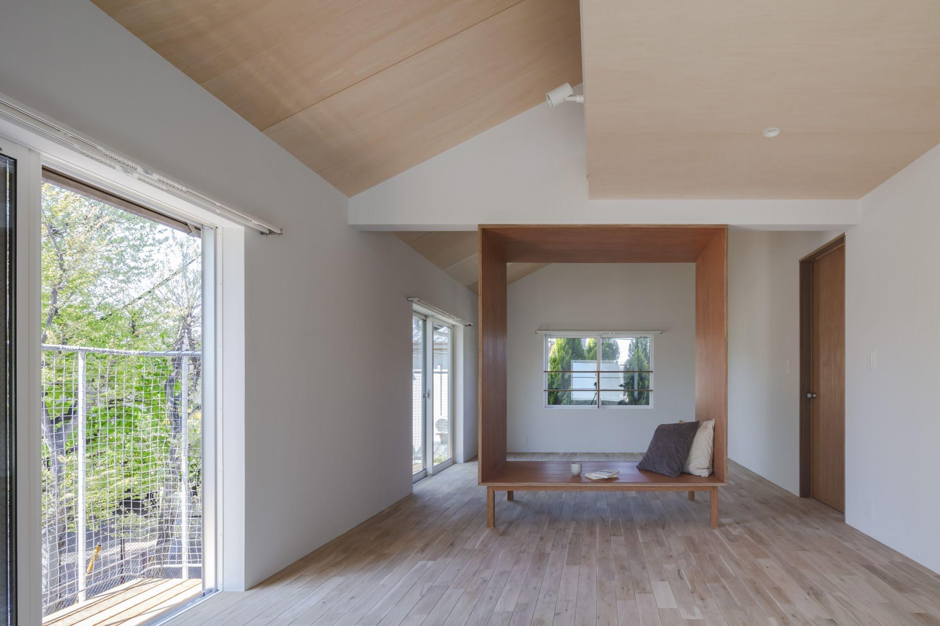 勾配天井で高さを出した2階部分(撮影:高橋菜生)