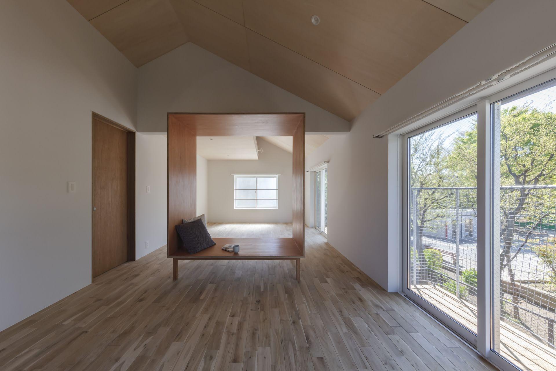 家具のような箱のような不思議なフレーム(撮影:高橋菜生)