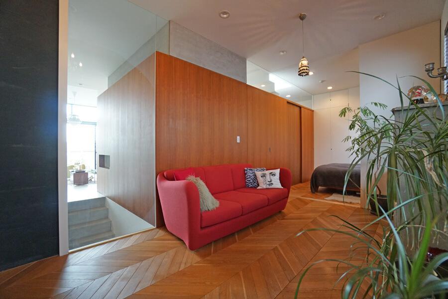 フリースペースは、仕切り壁にガラスを多用しているので、開放感があります