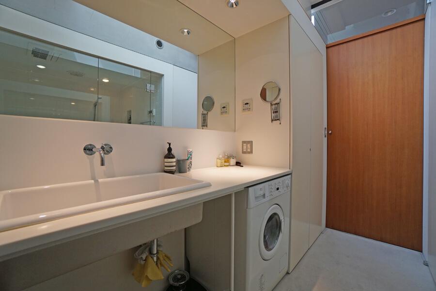 洗面脱衣室。シンプルで清潔感があります