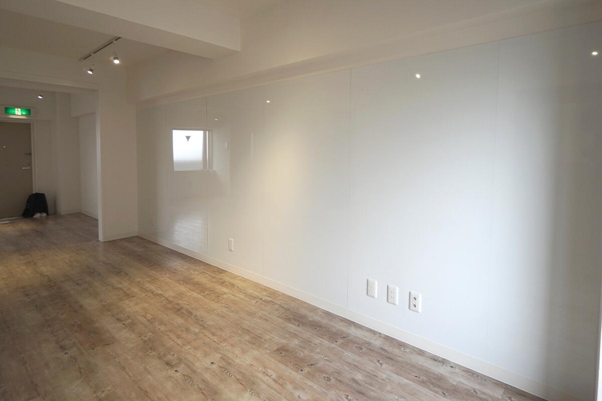 703号室:壁面がホワイトボード