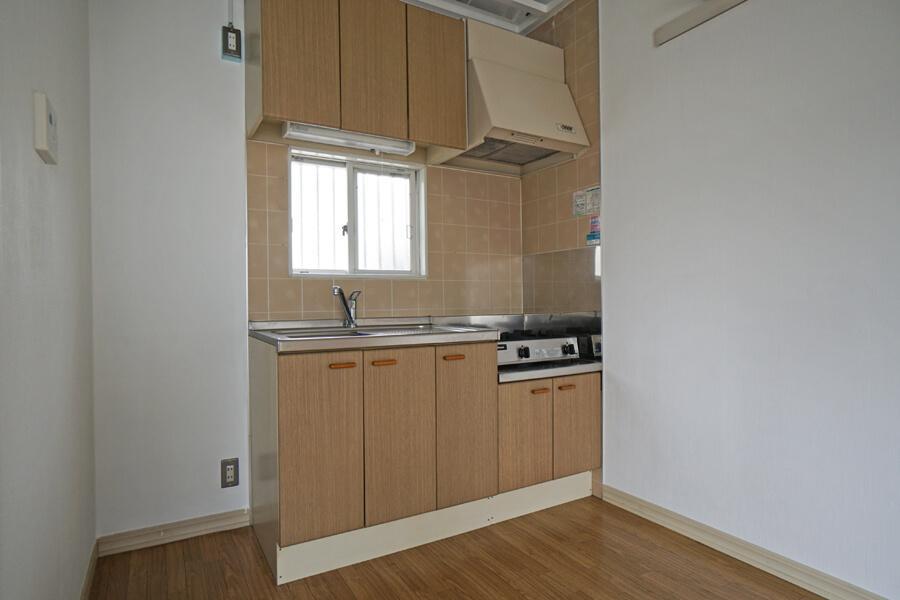 キッチンは昔のまま。ガスコンロは新しいものを設置