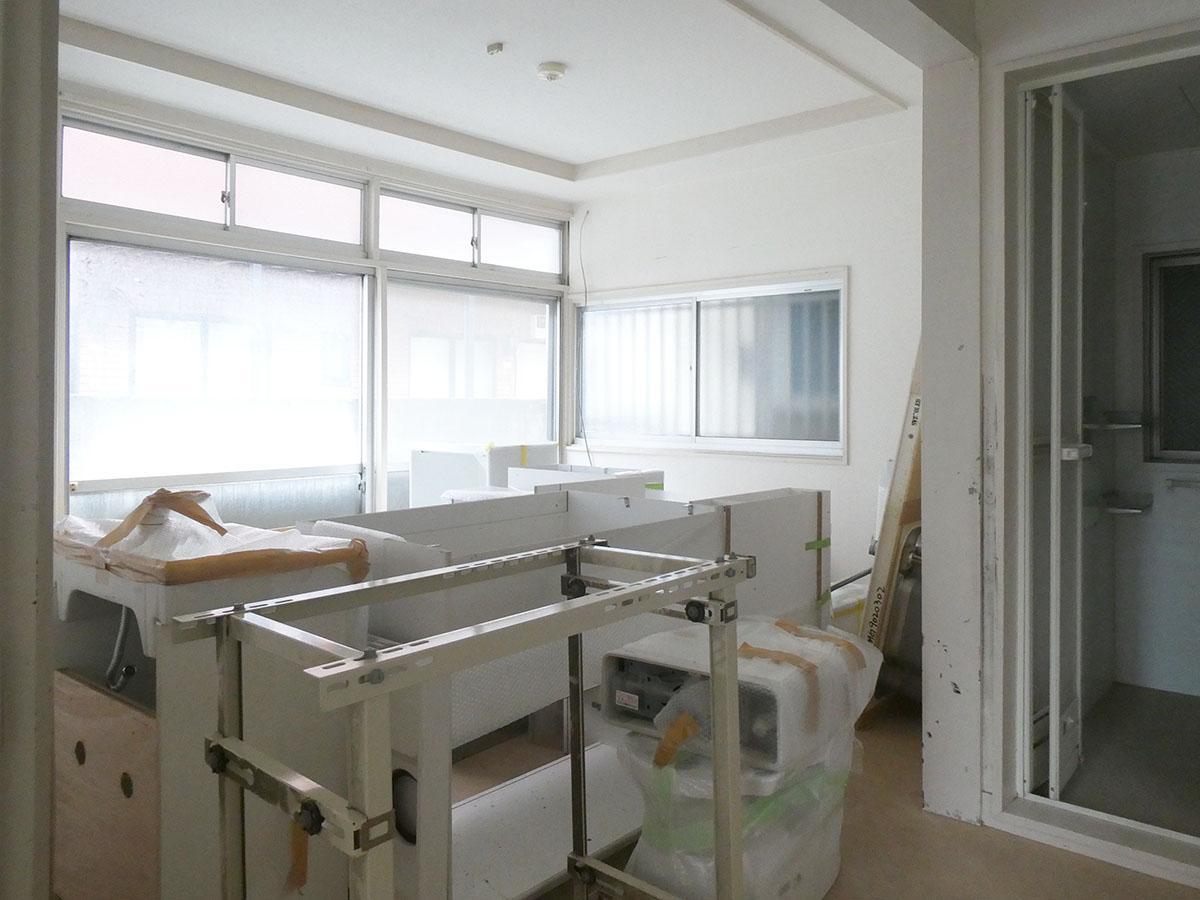 1階の洋室。これからキッチンを取り替える予定