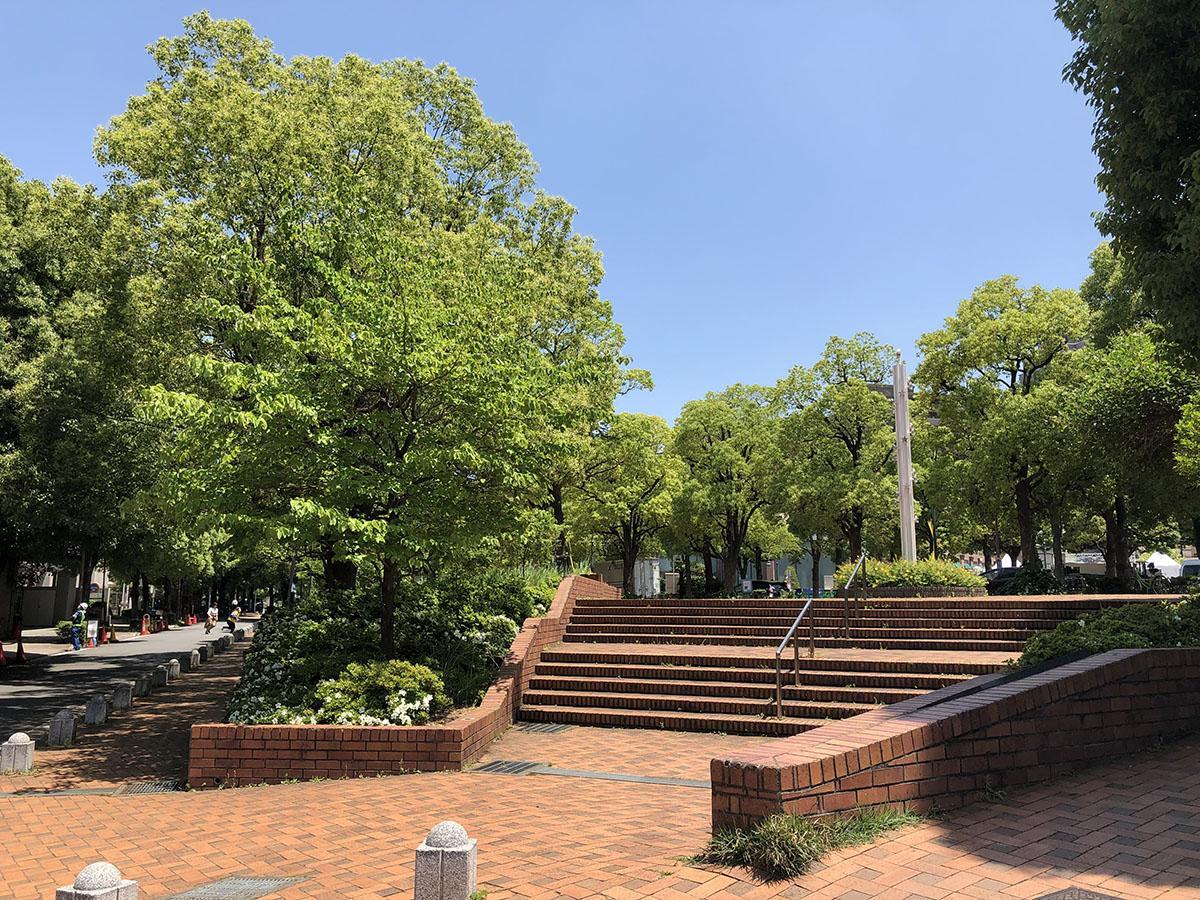 徒歩3分ほどのところにはアメリカ橋公園。信号を渡れば恵比寿ガーデンプレイス。立地がすごい
