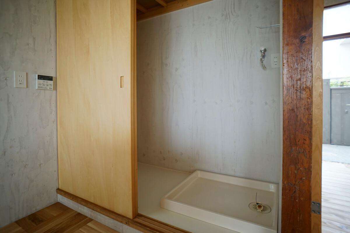 押し入れだった部分を、洗濯機置き場と冷蔵庫置き場に変更