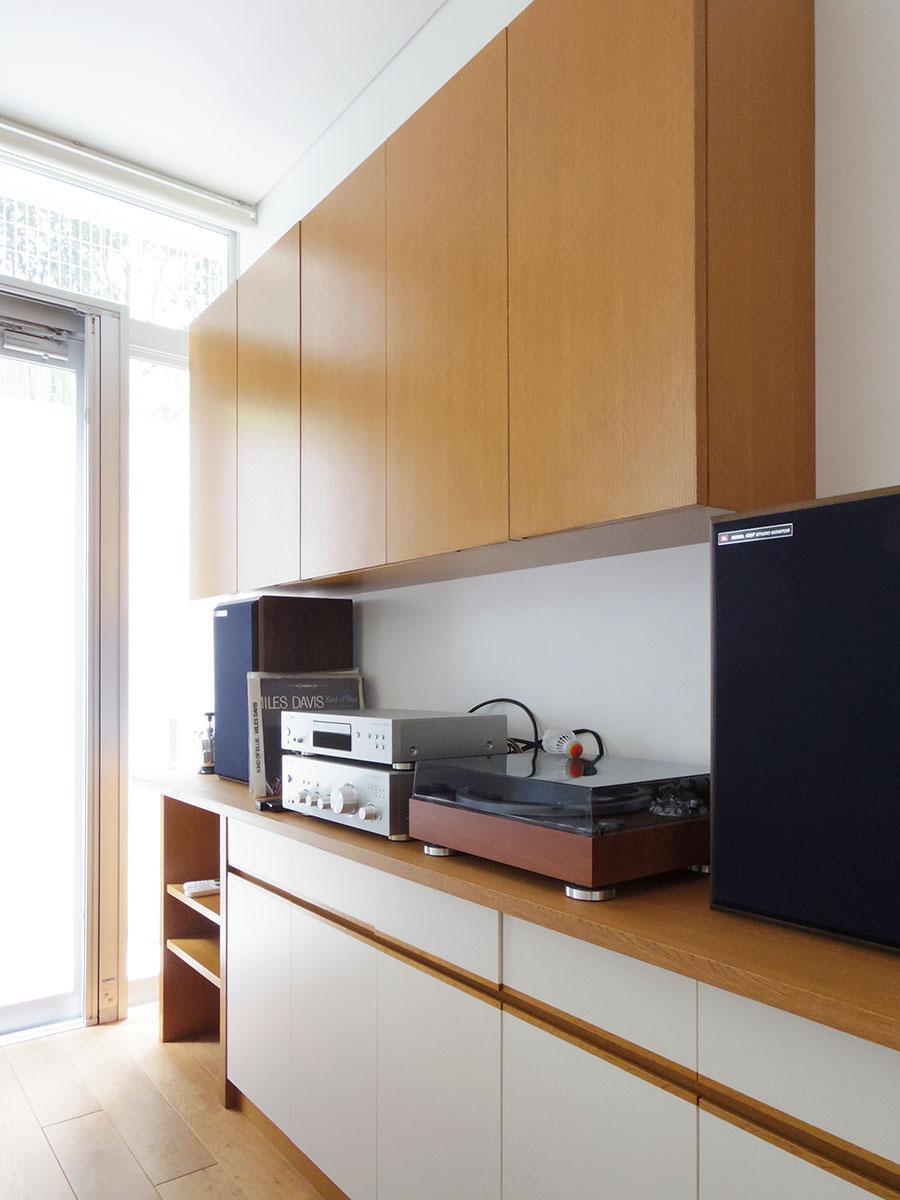 キッチン背面の棚