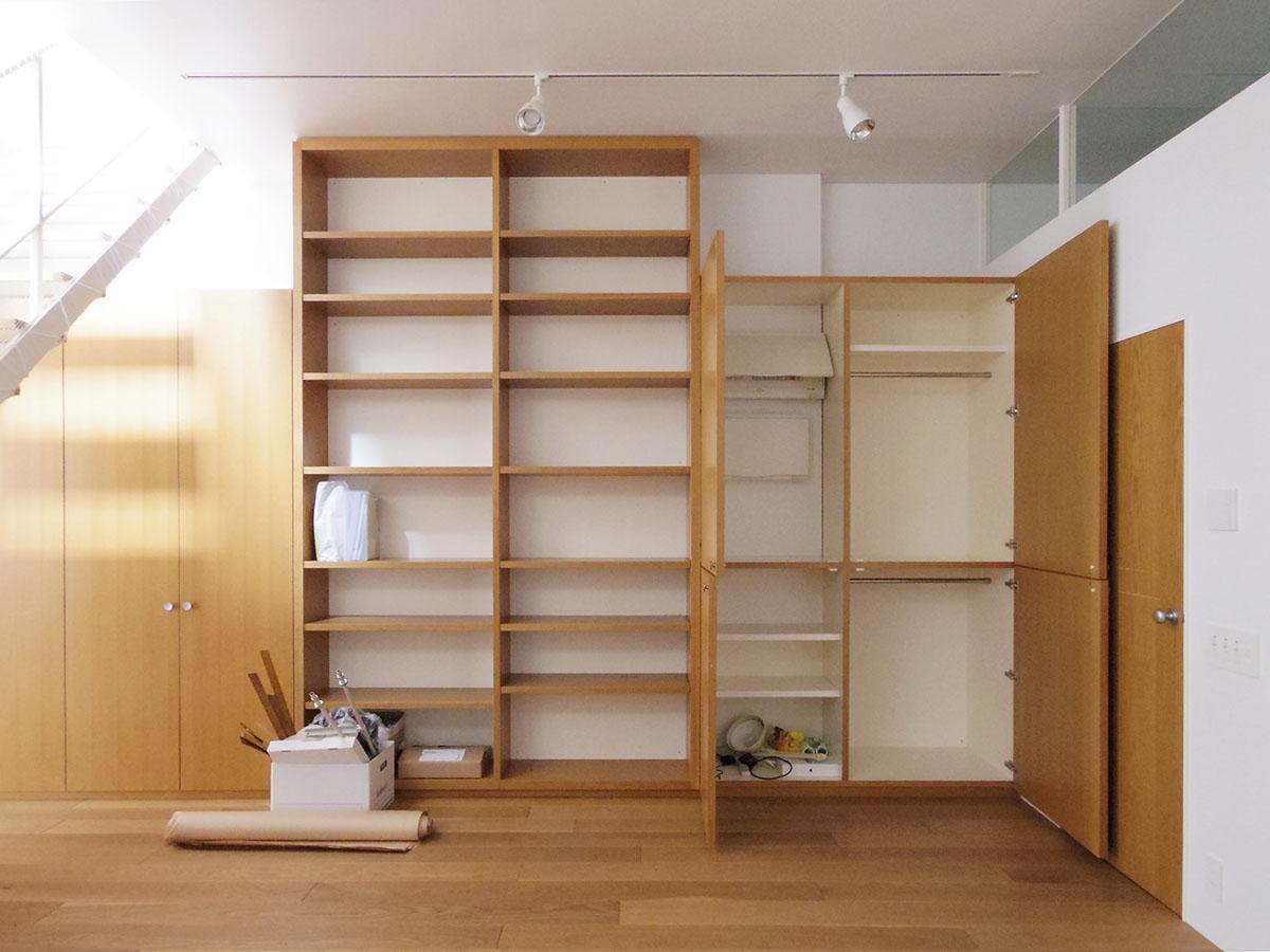 地下の収納スペース。隠したいものは戸棚の中へ