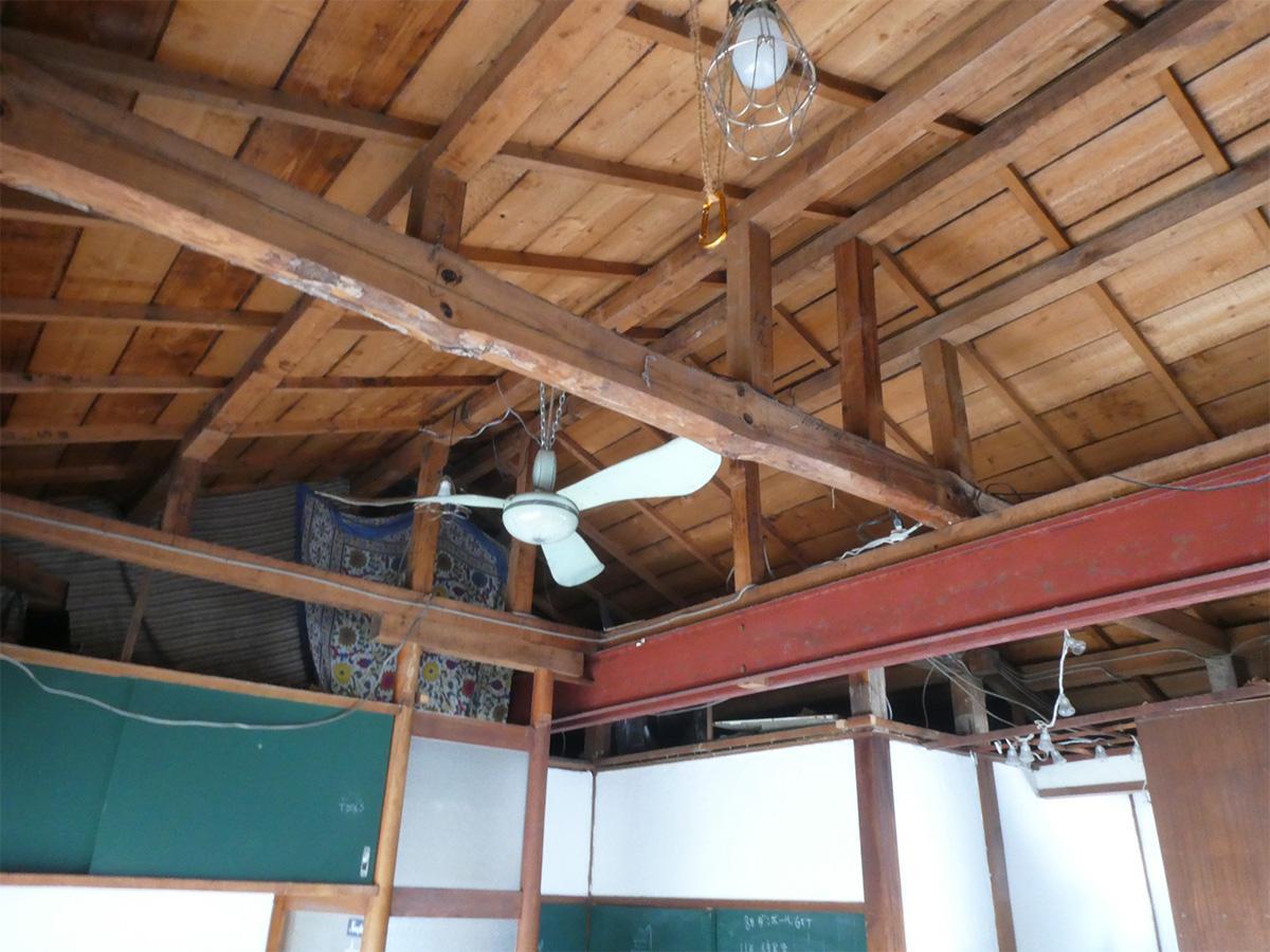 リビングの天井は抜かれています
