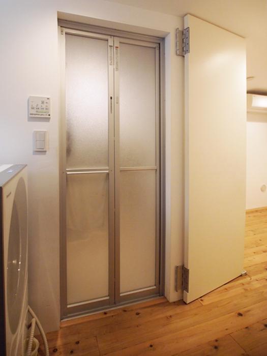 廊下も兼ねる脱衣スペース