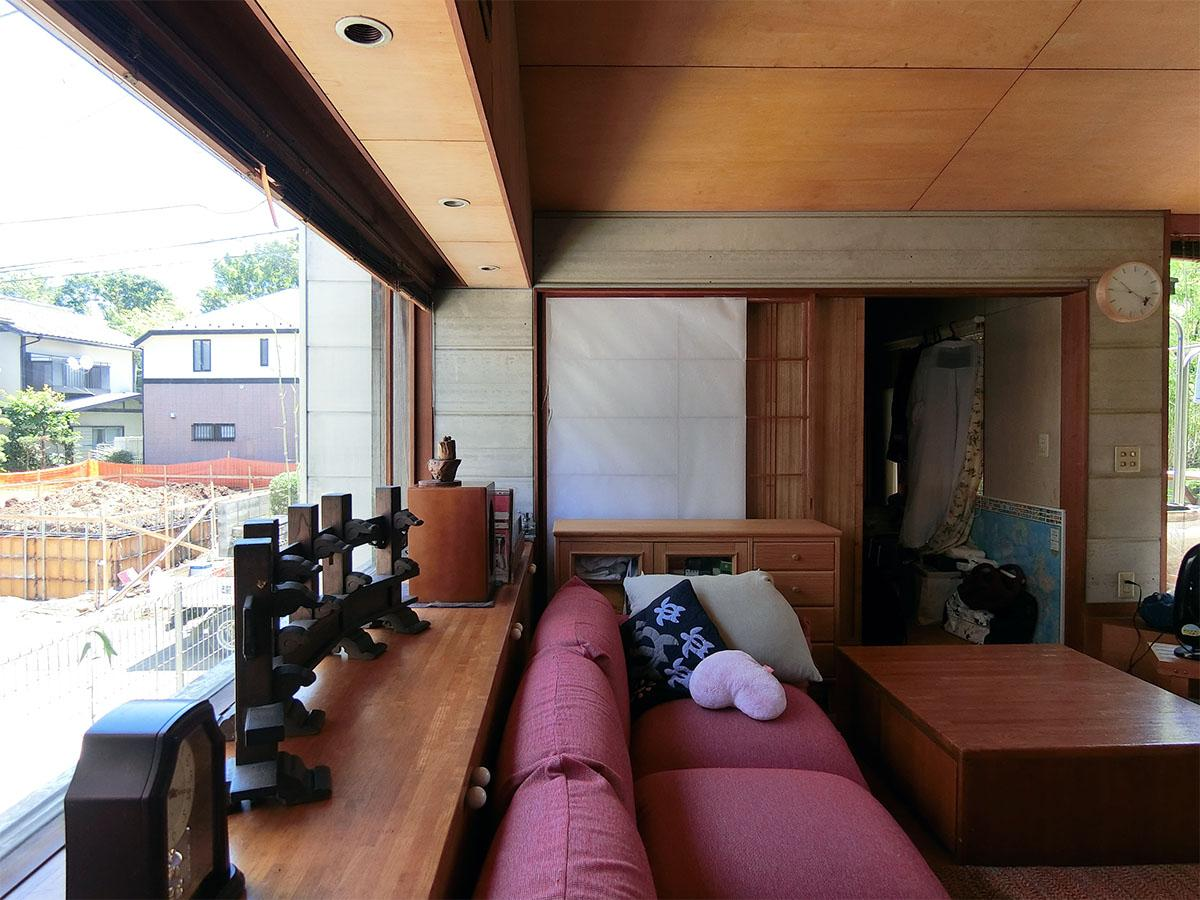リビングの北側の出窓。正面が和室