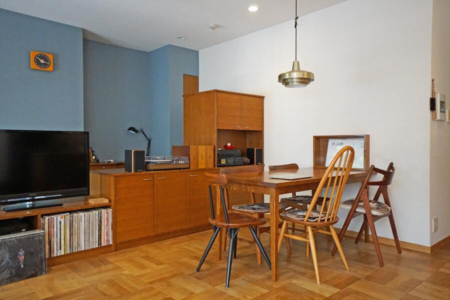 LDKを棚で仕切って、家具を配置しやすくしています