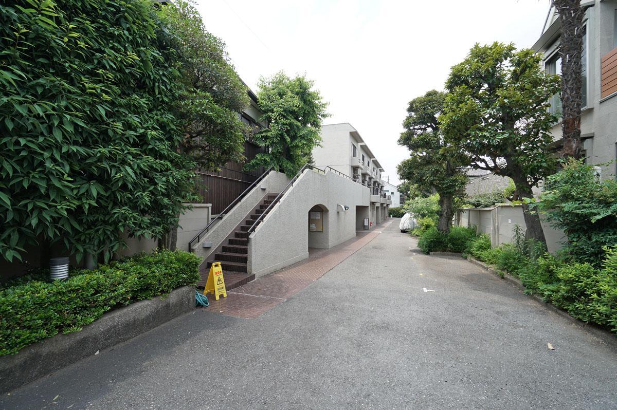 山王の地によく似合う、低層のマンション