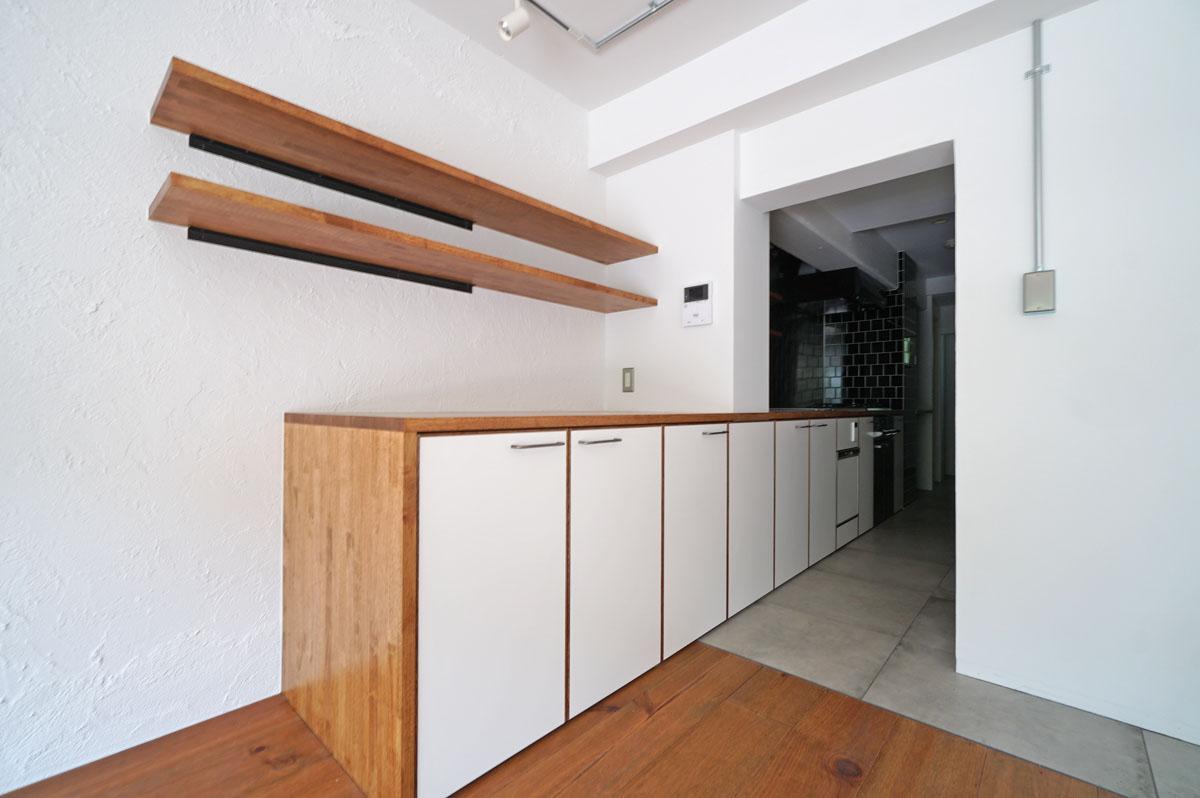 キッチンの一部がリビングに飛び出てきているようなイメージ