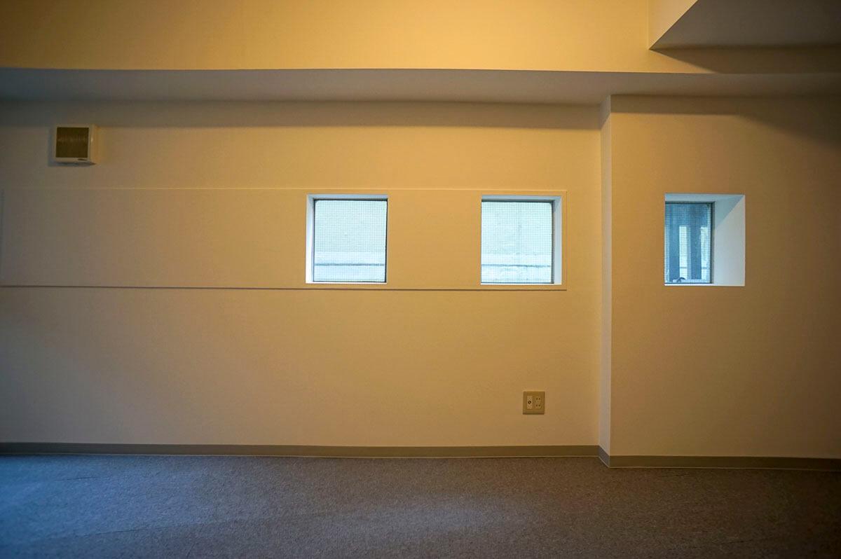 607号室:四角の窓がかわいい