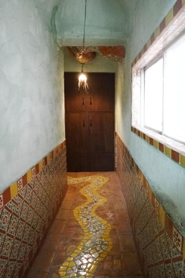 各階それぞれ共用部のタイルが違っていて楽しい空間です