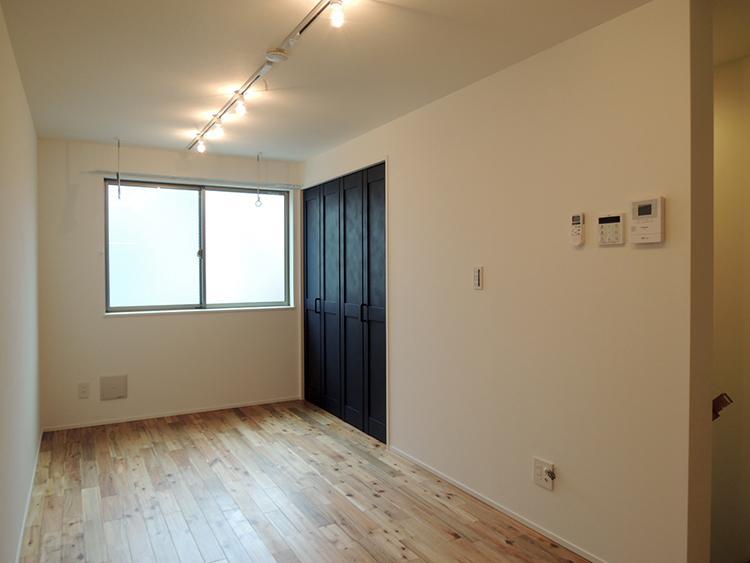 2階D号室 階段上はコンパクトなワンルーム