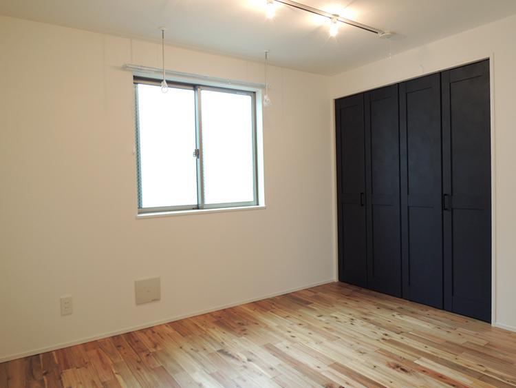2階E号室 荷物の少ない2人暮らしならギリギリ足りるか?という収納