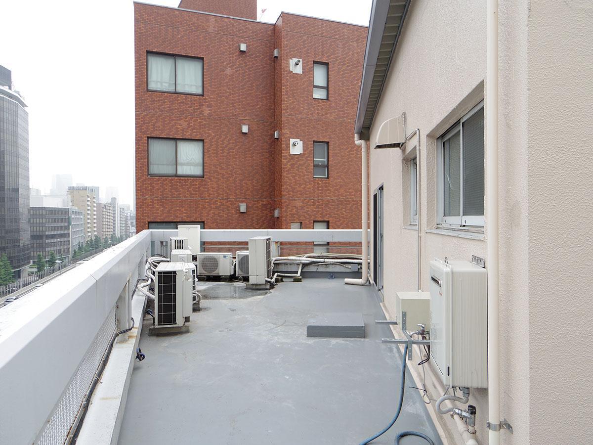屋上は共用部であるもの、ほぼ人の出入りはなく、ルーフバルコニー気分で使えるそう