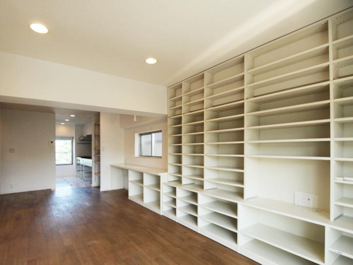 棚は入れたいものに合わせて高さの調整が可能。棚の撤去も相談
