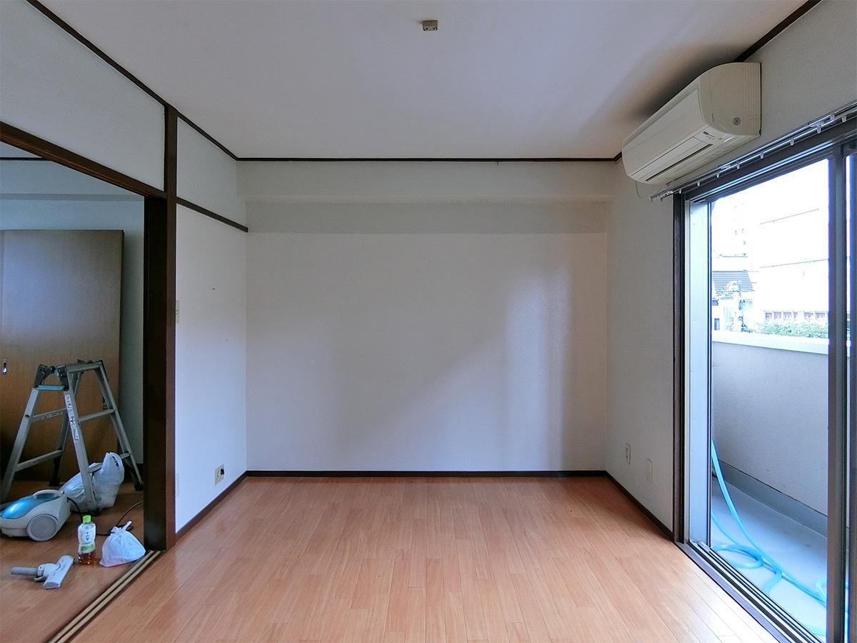 内装はシンプルなもの。床はクッションフロア
