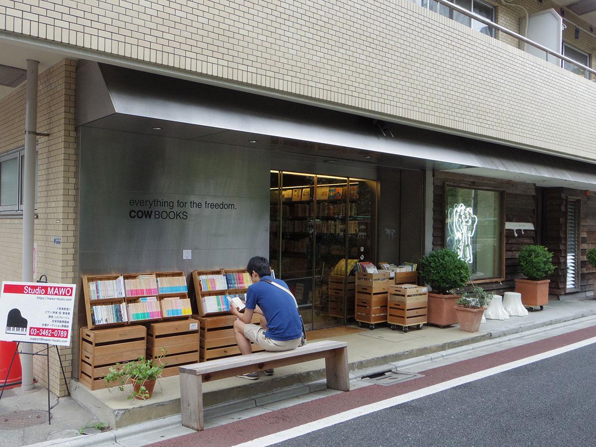 1階には通が集まる本屋
