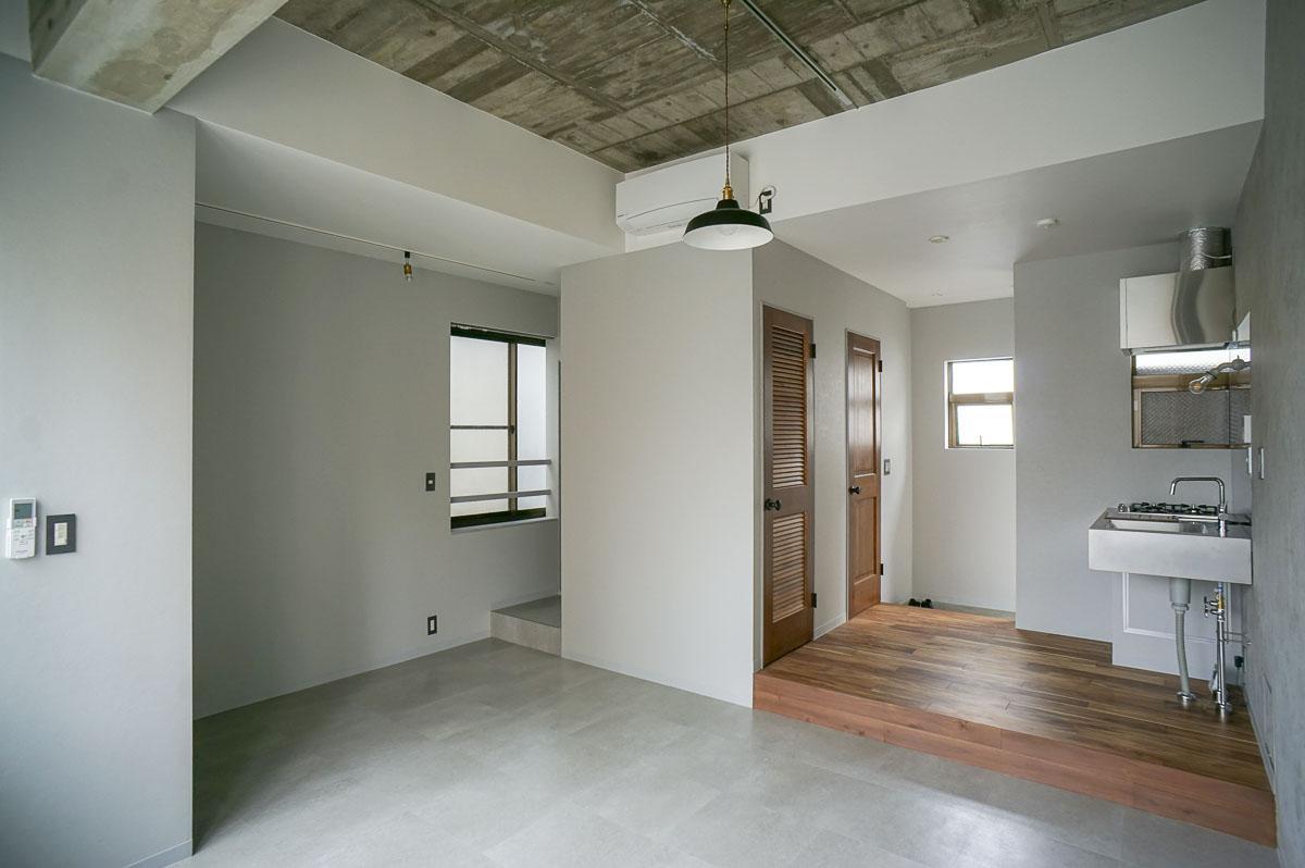 301:窓が多く、明るさと風通しの良さが魅力
