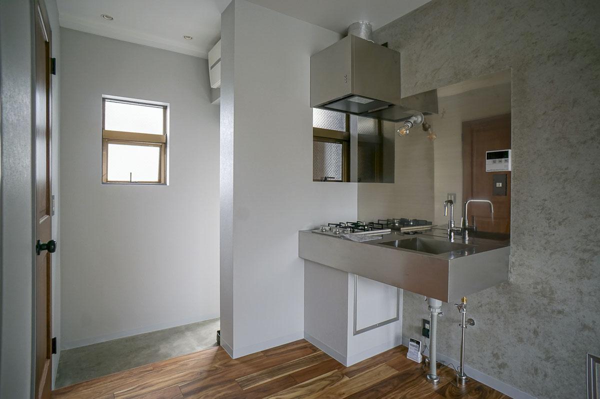 301:キッチンと玄関