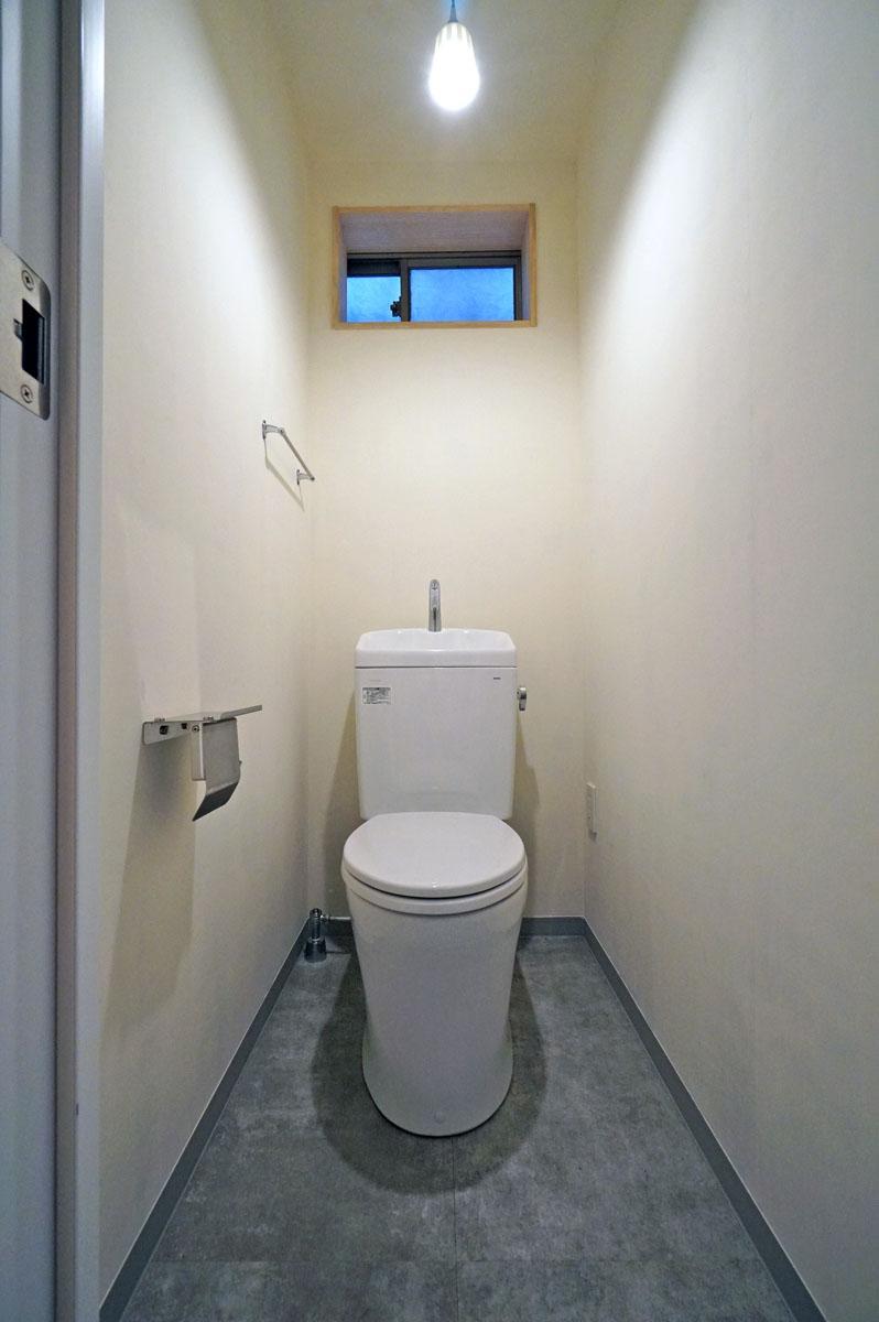 設備は新品のトイレが1つあるのみ