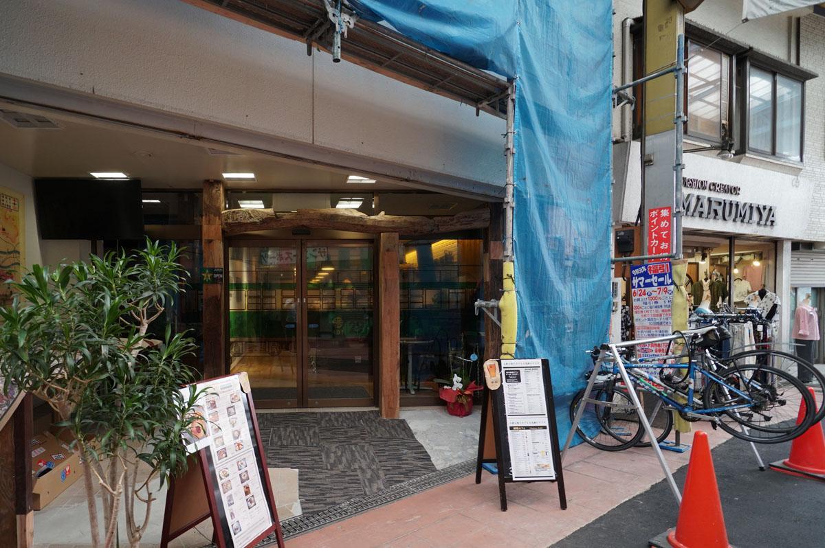 お隣のカフェ