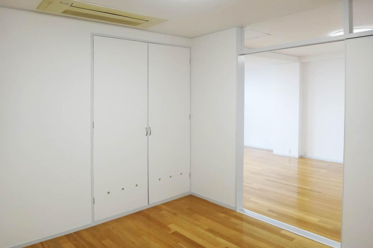 各部屋のエアコンは天井埋め込み型