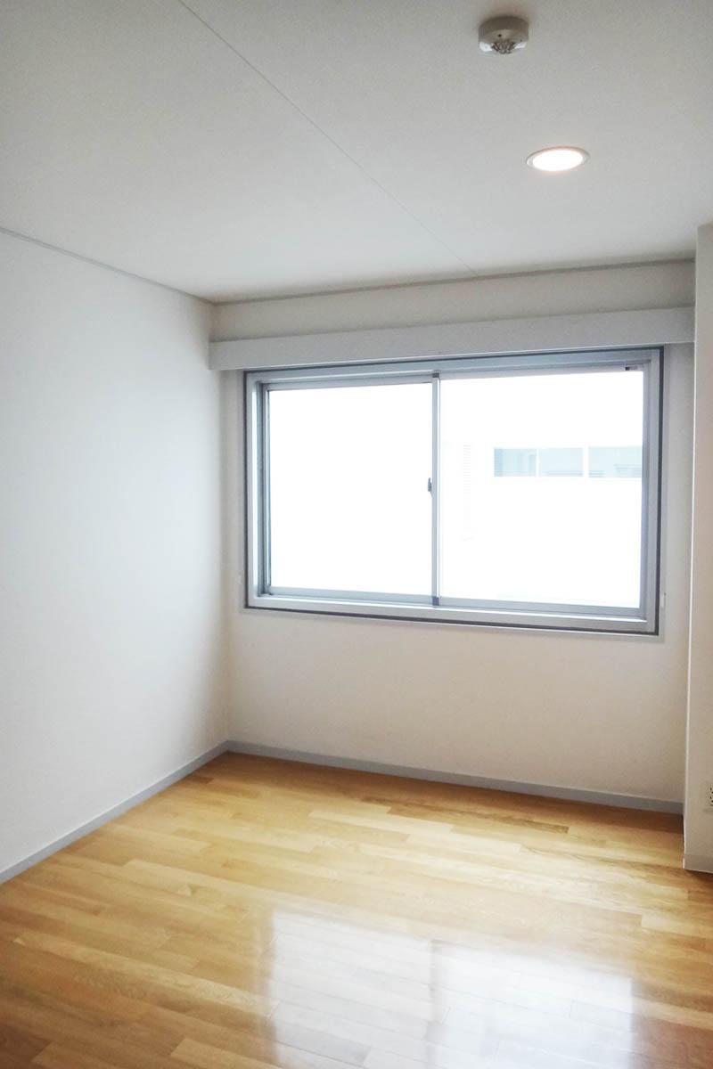玄関を入ってすぐの書斎スペースは約6.2畳