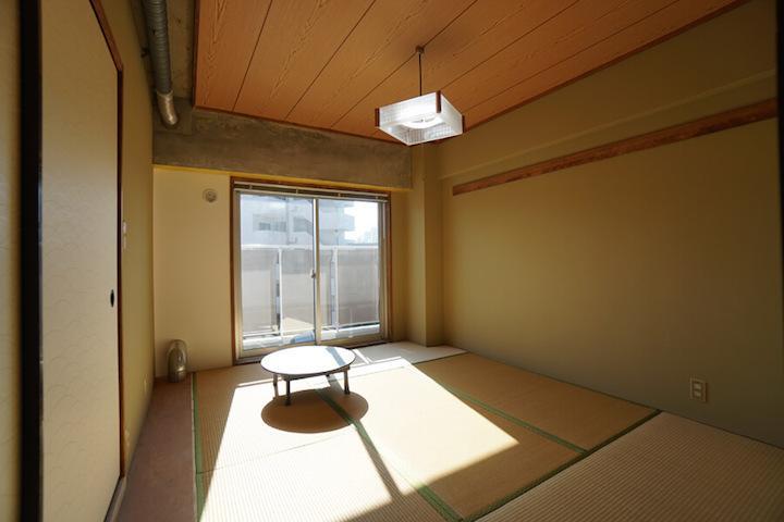 和室も部分的にコンクリートを見せ、他の部屋との統一感を出しています