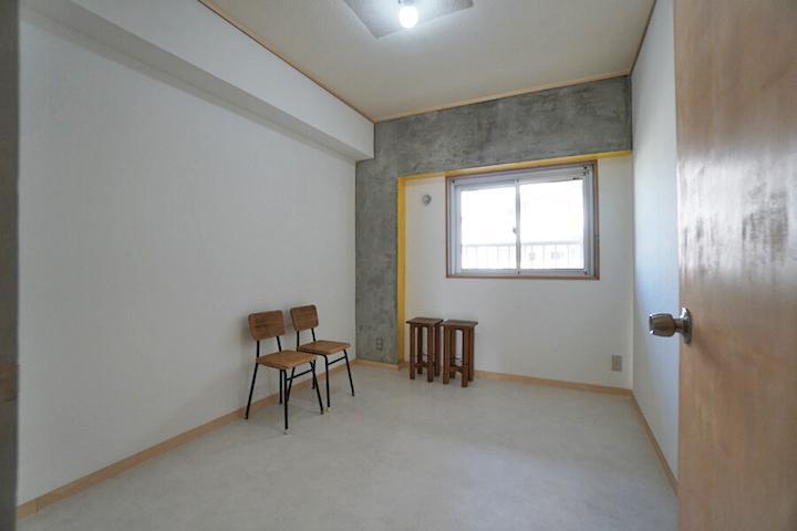 洋室2。柱と梁の一部を黄色で塗っているのがポイント