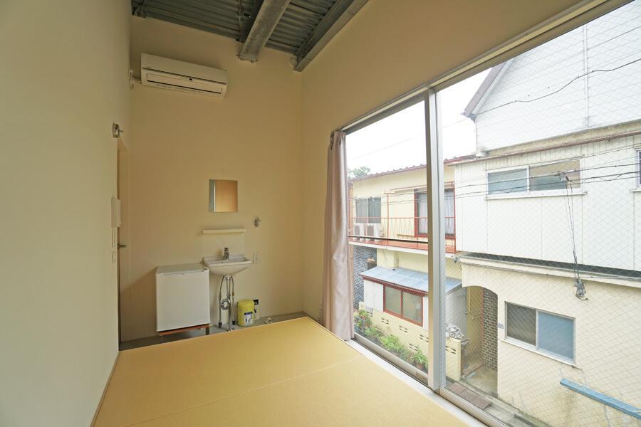 Room 04:写真右奥は洗濯機置き場。キッチンなどは最小限です
