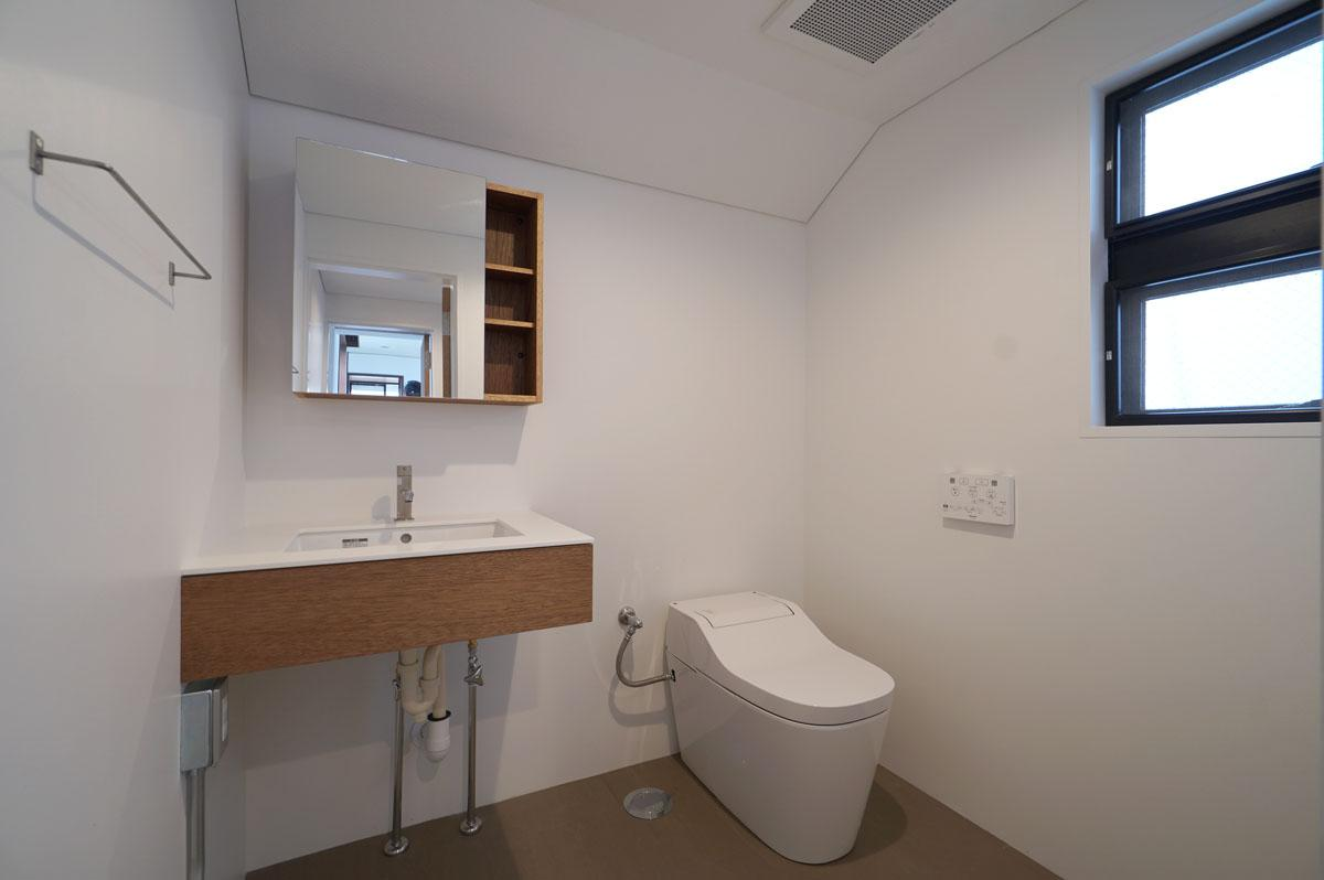 toolboxのミニマル洗面台とトイレを新規交換した水回り