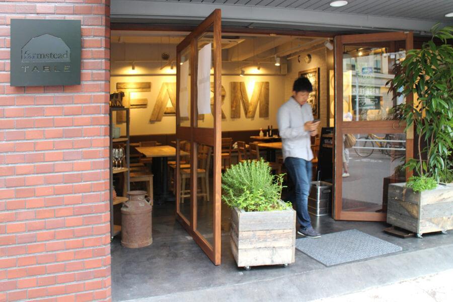 1階は雰囲気の良い飲食店