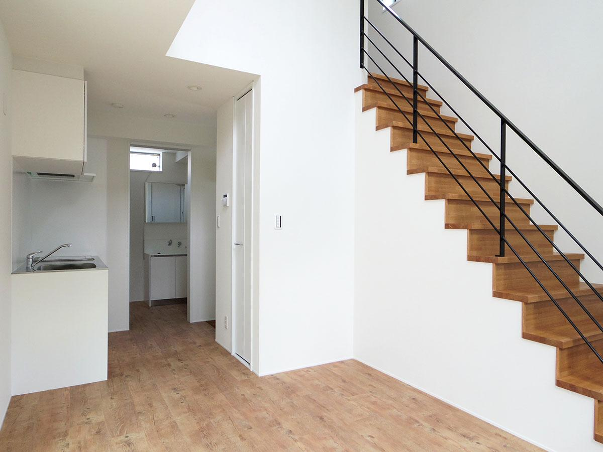 A号室。2階にはリビングスペースとキッチン、水回り