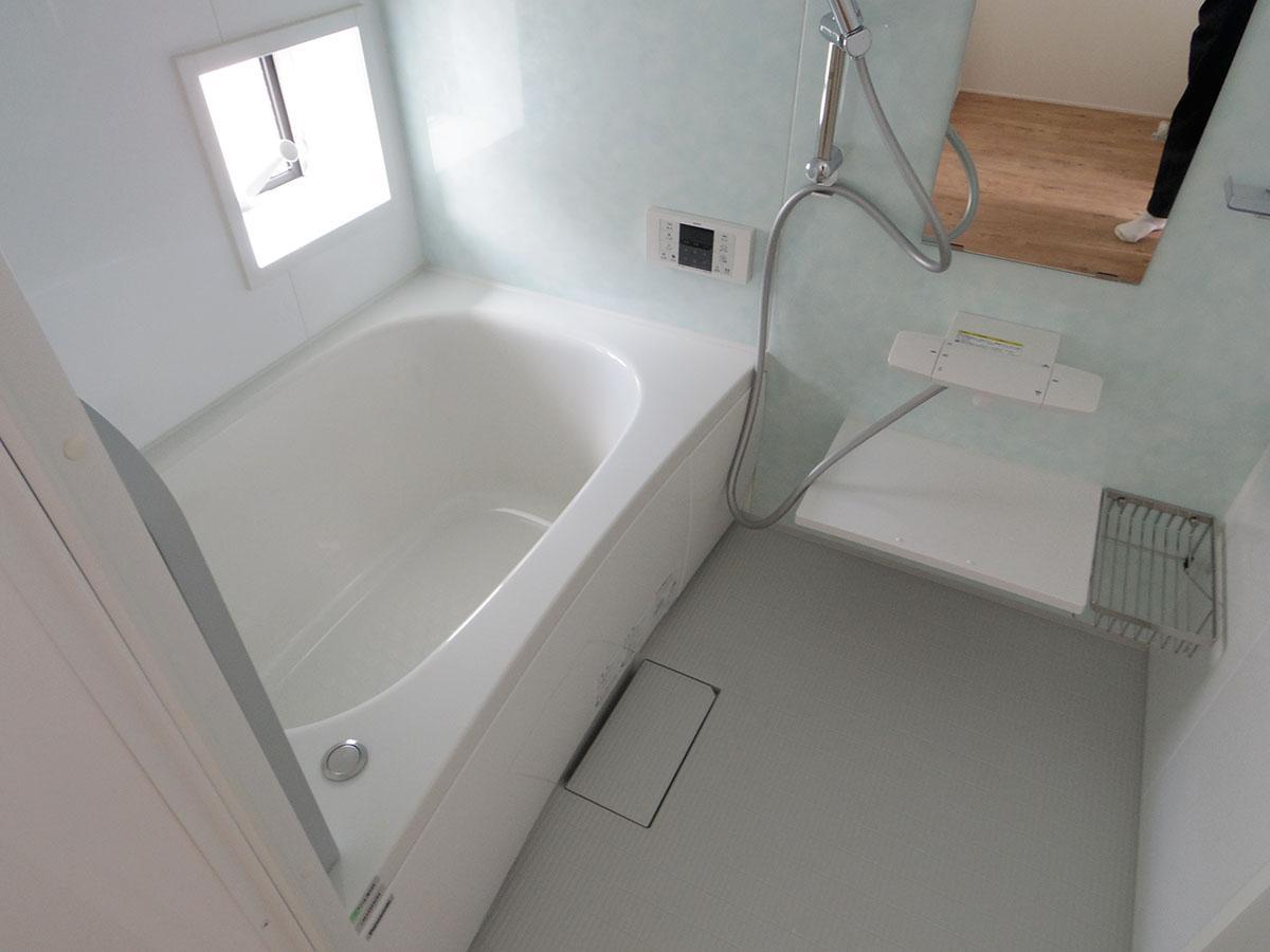 風呂は窓が付いていて換気しやすい
