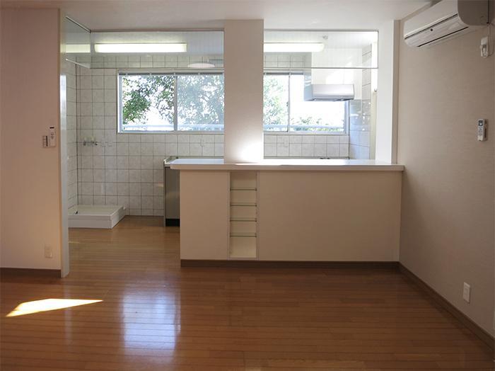 キッチンは日差しが入り、明るいスペース