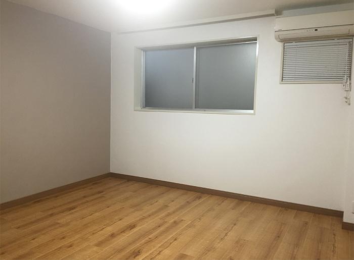 もう1部屋の寝室。窓はありますが日差し・眺望は期待できません