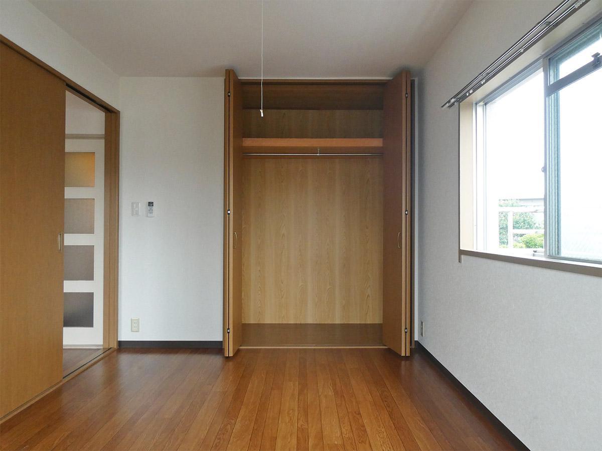 洋室の収納は奥行き84m、幅が170cm