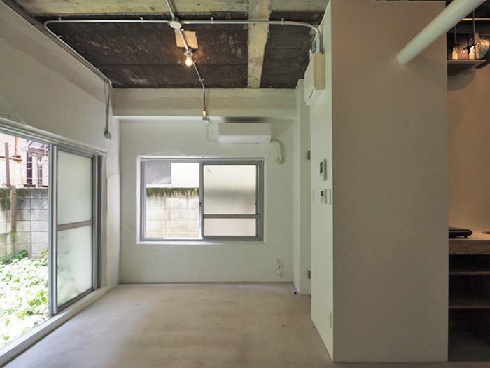 窓が多いので、1階ですがそこそこ明るい