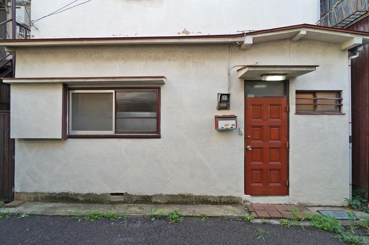 玄関ドアの状態はいいので塗装だけで雰囲気変わりそうでした