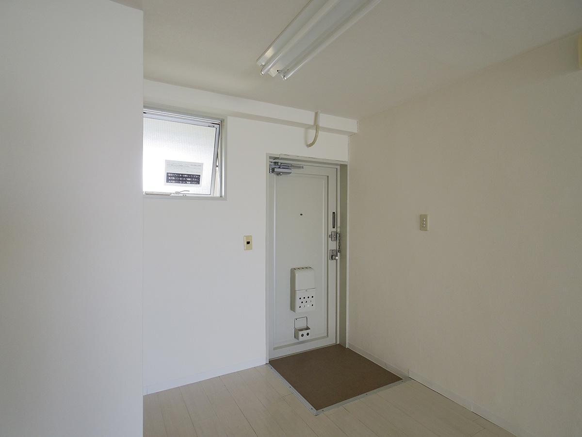 玄関にも小窓がある