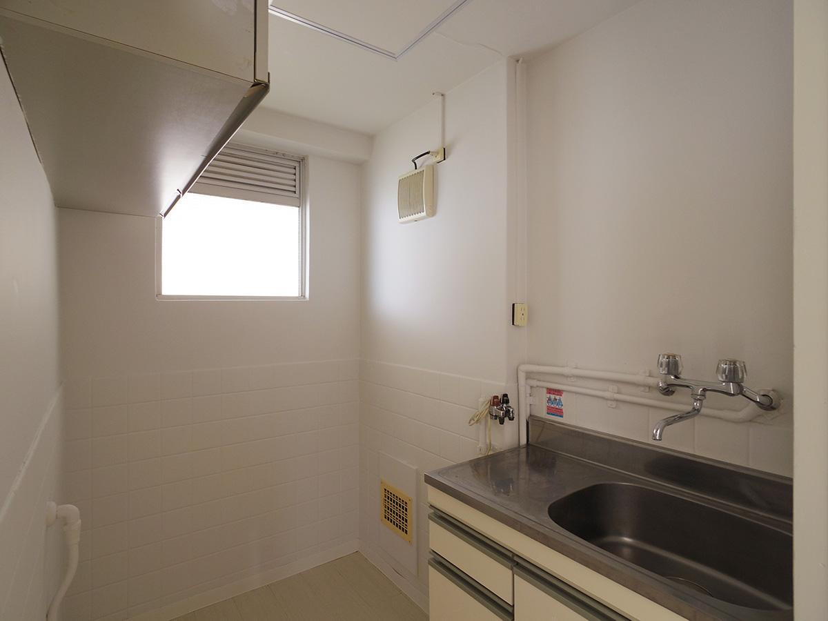 キッチンスペース。冷蔵庫を置ける余裕もある