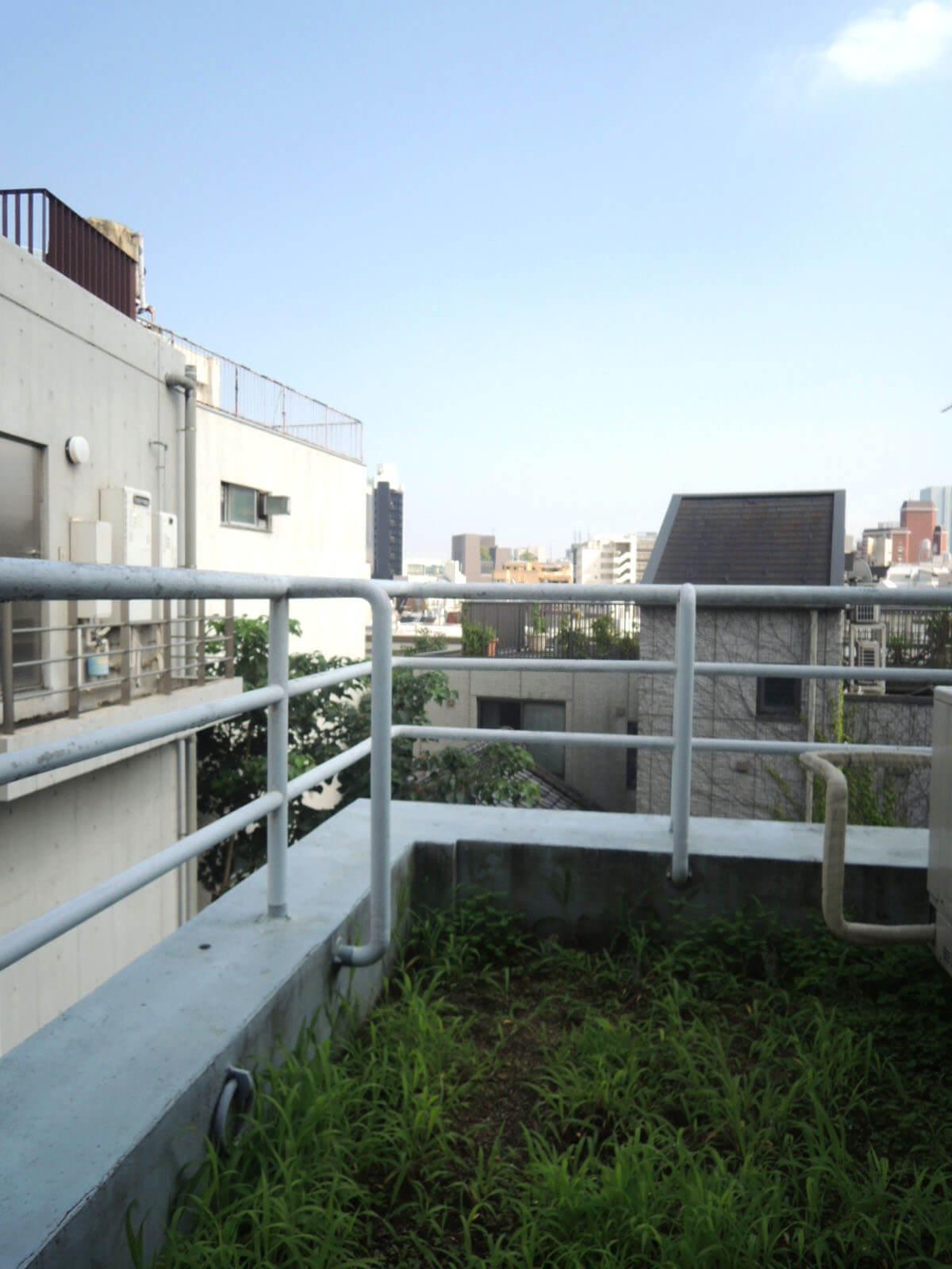 原宿駅前は意外にも住宅街。空が見えて気持ちよかったー。