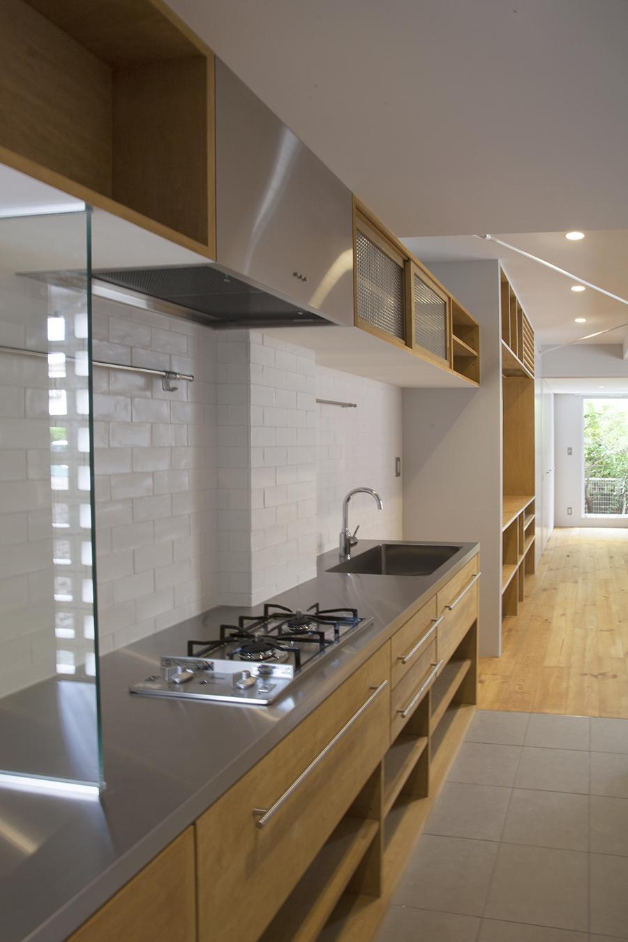 キッチンは作業スペースをしっかりと確保。見た目もスタイリッシュ
